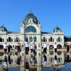 Jógázok lepték el a Városligeti-tavat