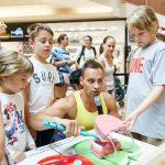 Sztárok segítették a tanévkezdést a Campona üzletházban