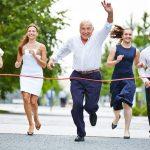 Megéri az idősebbeket foglalkoztatni, mégsem vigyáznak rájuk eléggé a cégek