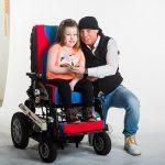DJ Dominique hírességekkel együtt segített a KézenFogva Alapítvány pártfogoltjának